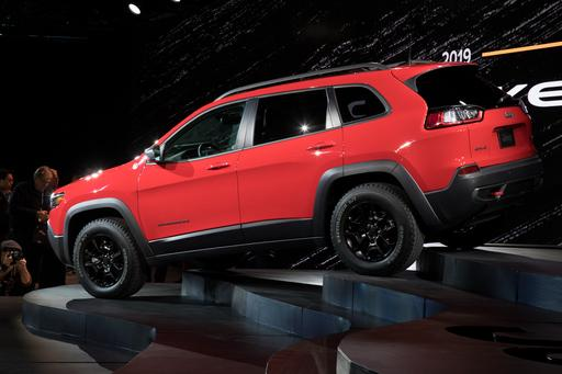 Jeep Puts Best Face Forward With 2019 Cherokee Redesign