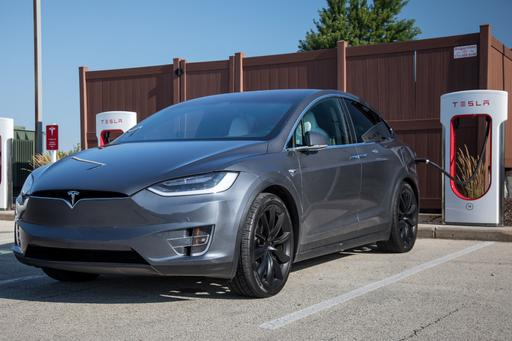 Tesla Model X: 8 Things We Like (a Lot) and 8 We Don't