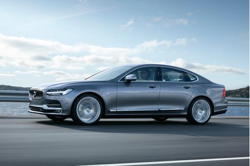 2017 Volvo S90: First Look