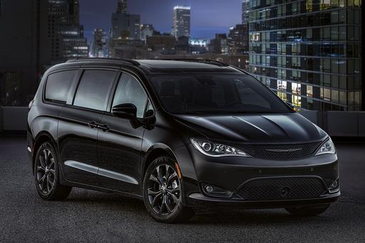 2018 Chrysler Pacifica Goes Goth With New Package