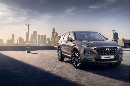 New Hyundai Santa Fe Images Confirm: Those Lights Are Legit
