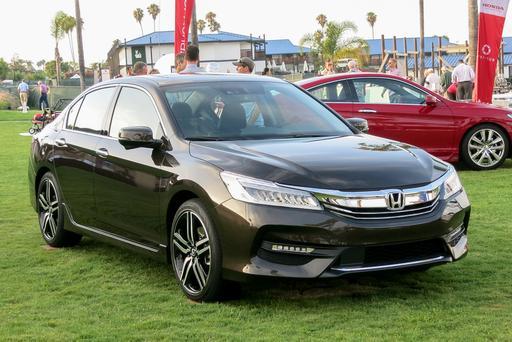 2016 Honda Accord Photo Gallery (43 Photos)