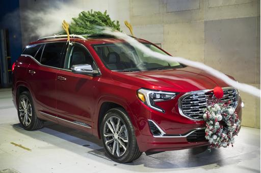 Those Rooftop Reindeer Antlers Slay Your Car's Fuel Economy