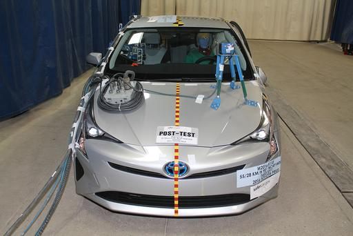 2016 Toyota Prius Earns Five-Star Safety Rating