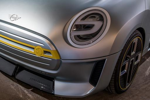 Mini Electrifies Past, Future With Electric Concept Duo: Photo Gallery