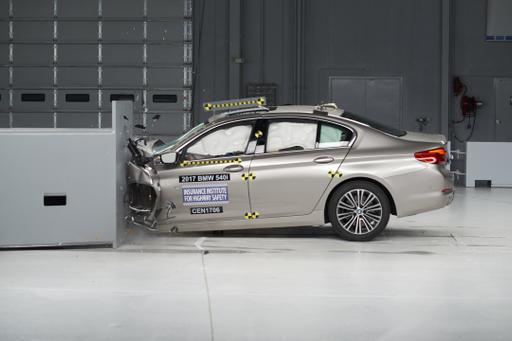 2017 BMW 5 Series Earns Top Safety Honor