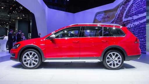 Volkswagen Adds Rugged Alltrack, Nixes Jetta Hybrid for 2017