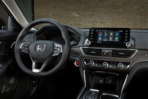 2018 Honda Accord's Multimedia System Gets It Right on the Button