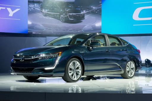 2018 Honda Clarity Plug-In Hybrid's 47-Mile Range Bests Rivals
