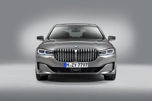 Here's Lookin' at You, Kidneys: Updated BMW 7 Series Gets Gigantic Grille