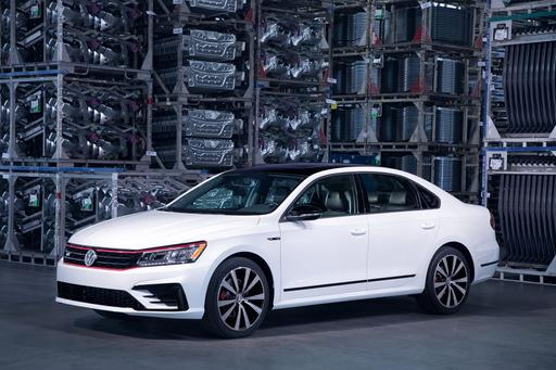VW Passat Sports Show and Go With 2018 GT