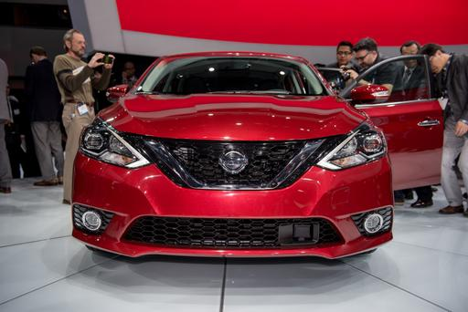 2016 Nissan Sentra Photo Gallery