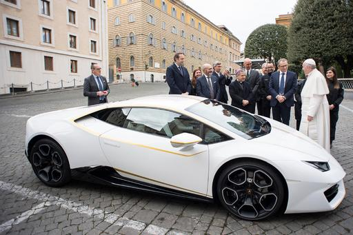Pope My Ride: Lamborghini Gives Pope Francis Custom Huracán