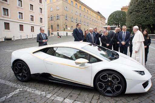 Pope My Ride: Lamborghini Gives Pope Francis Custom Huracán