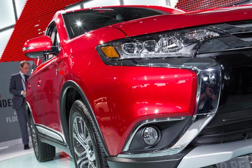 2016 Mitsubishi Outlander Photo Gallery (32 Photos)