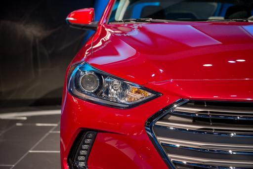 2017 Hyundai Elantra Photo Gallery