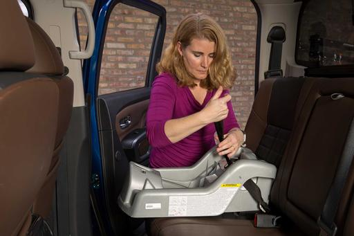 How Do Car Seats Fit in a 2018 Nissan Titan?