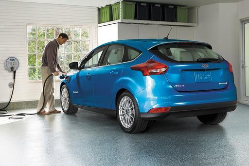 Ford Pushes for Plug-Ins, Starts EV Team