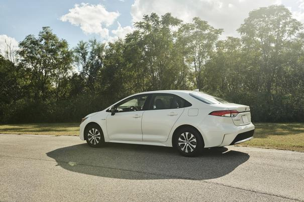 At 52 Mpg Toyota Corolla Hybrid Gives Prius A Run For Its Gas Money News Cars