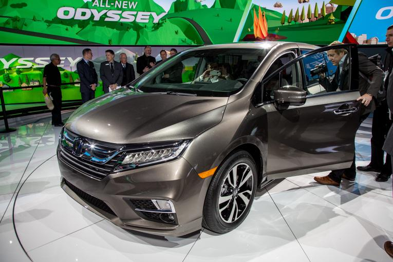 2018 honda odyssey review first impressions and photo gallery for Detroit auto show honda odyssey