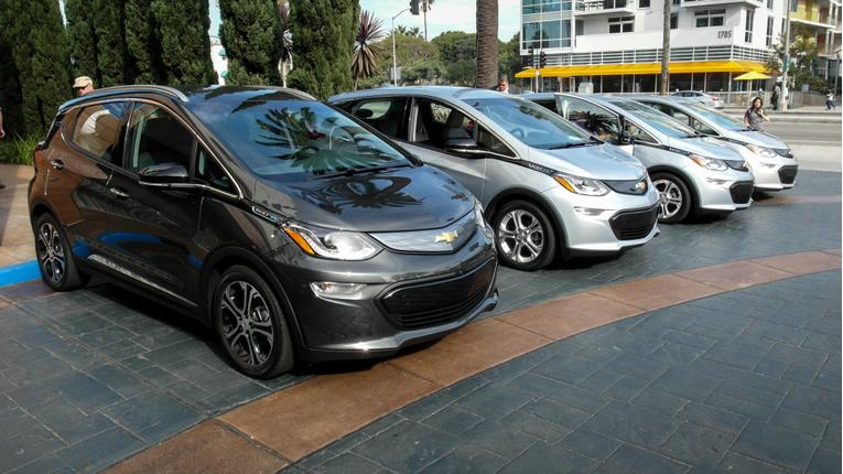 2017 Chevrolet Bolt EV Review: First Drive