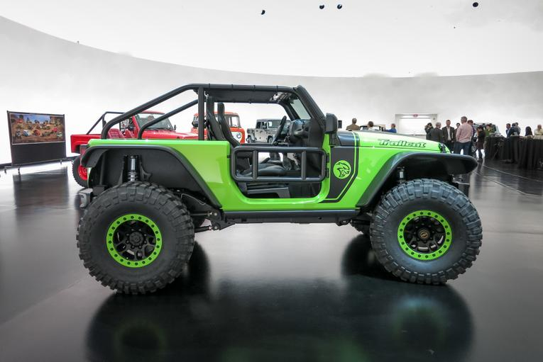 jeep fires  hellcat powered wrangler trailcat concept