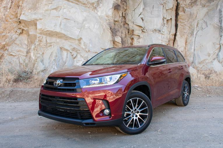 2017 toyota highlander and highlander hybrid review first drive. Black Bedroom Furniture Sets. Home Design Ideas