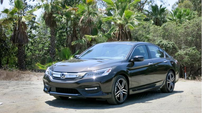 2016 Honda Accord Photo Gallery (43 Photos)
