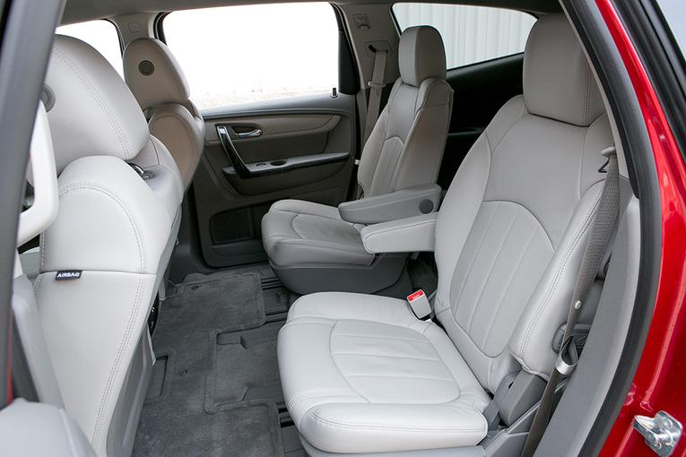 which 2013 three row suvs offer second row captain 39 s chairs news. Black Bedroom Furniture Sets. Home Design Ideas