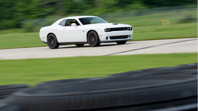 Model DragStrip Challenge Chrysler Pacifica Vs Toyota 86