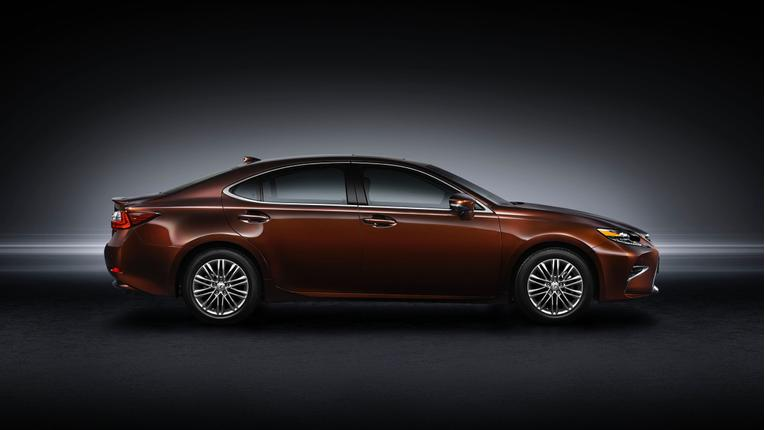 2016 Lexus ES: First Look