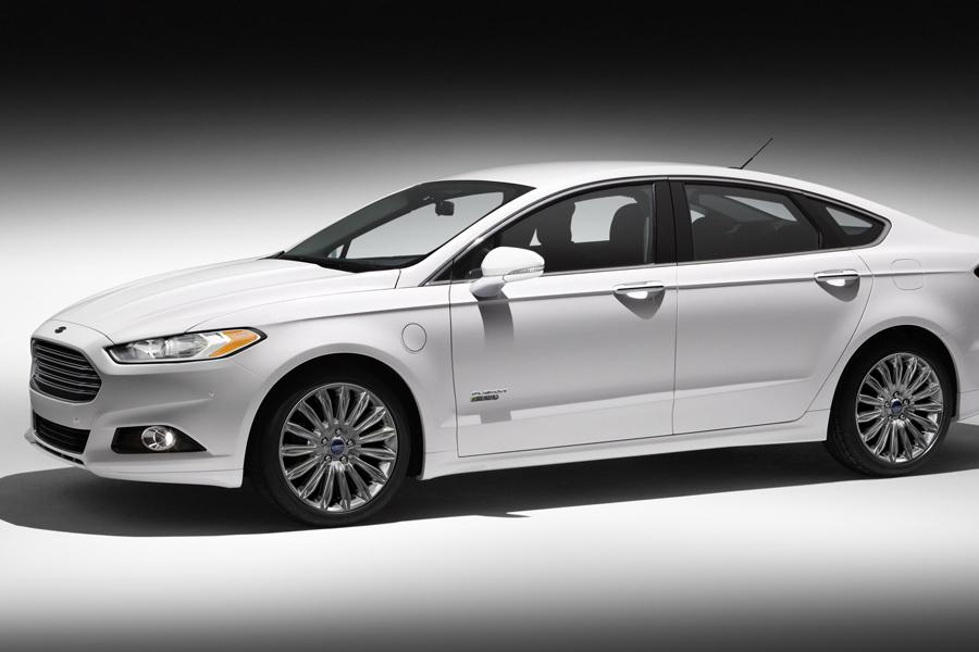 2014 Ford Fusion Energi Photo 2 of 9