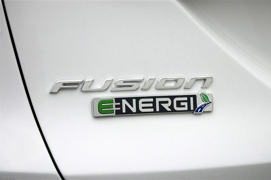 2014 Ford Fusion Energi Photo 3 of 9