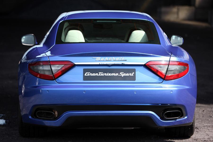 2013 Maserati GranTurismo Photo 2 of 40