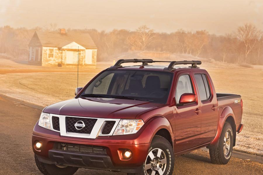 2013 Nissan Frontier Photo 4 of 28