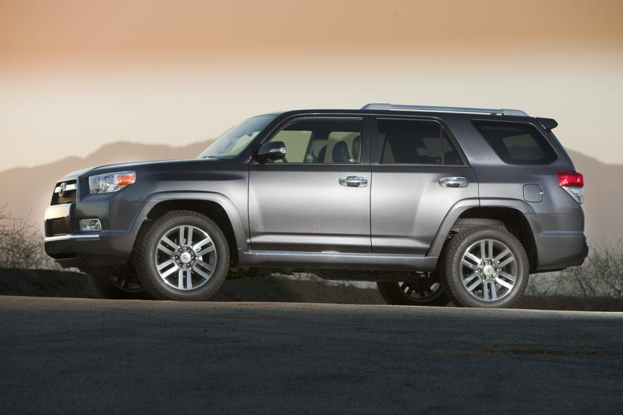 2012 Toyota 4Runner Photo 2 of 17