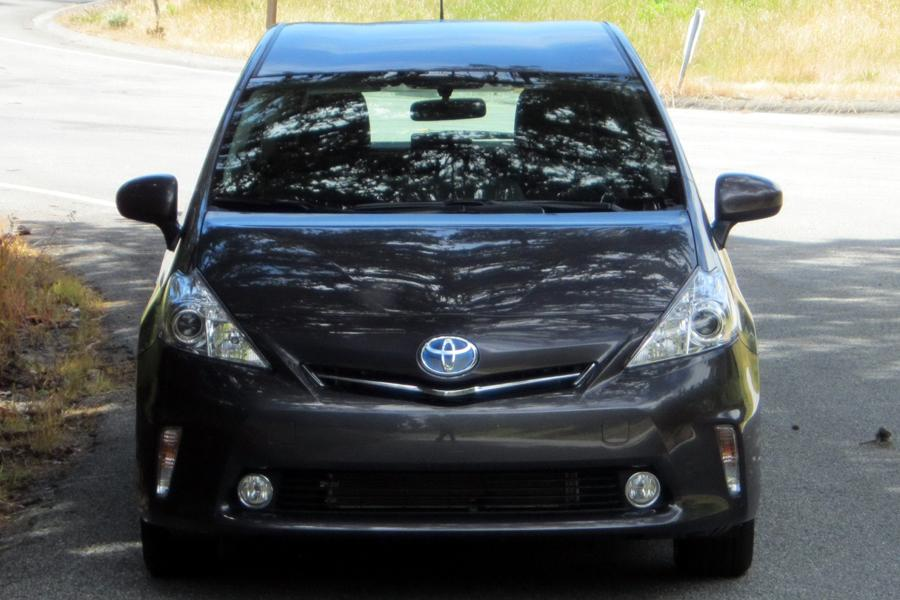 2012 Toyota Prius v Photo 5 of 22