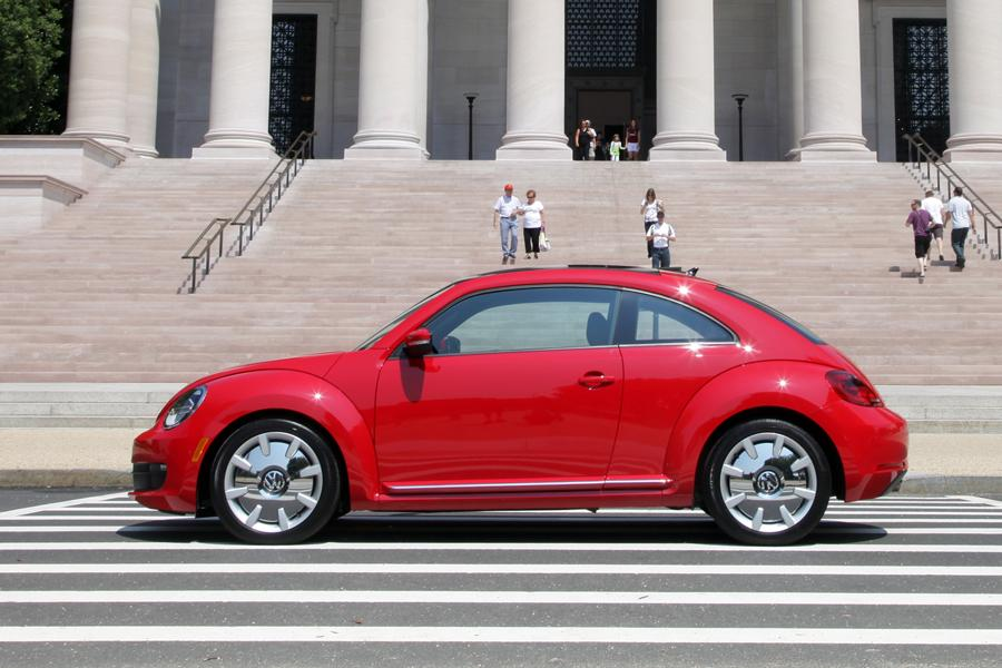 2012 Volkswagen Beetle Photo 4 of 18