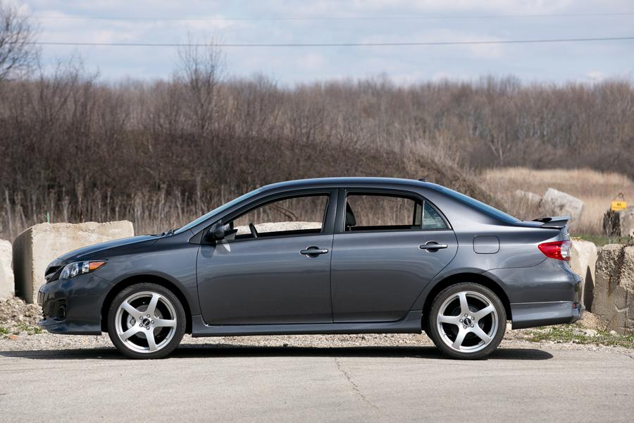 2013 toyota corolla specs pictures trims colors. Black Bedroom Furniture Sets. Home Design Ideas
