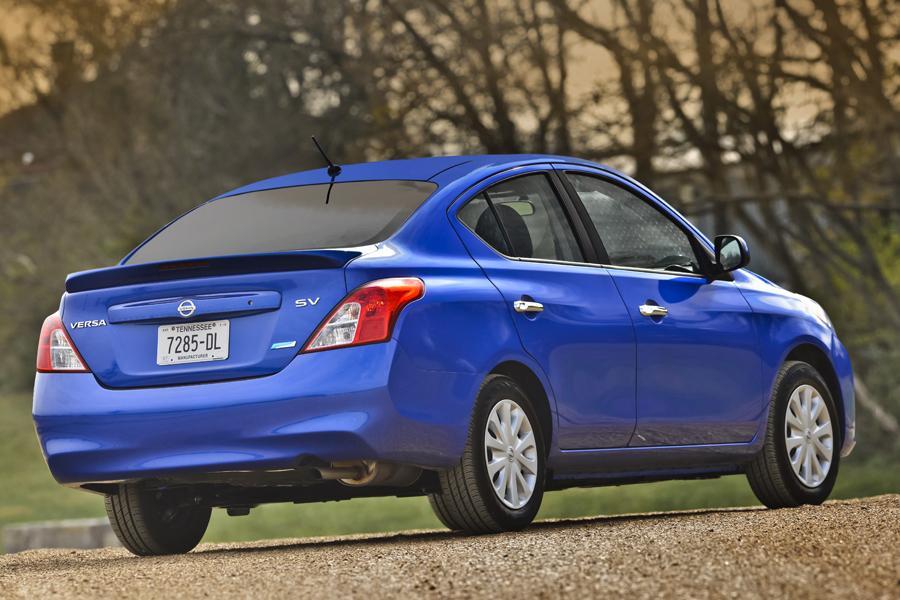 2013 Nissan Versa Specs Pictures Trims Colors Cars Com