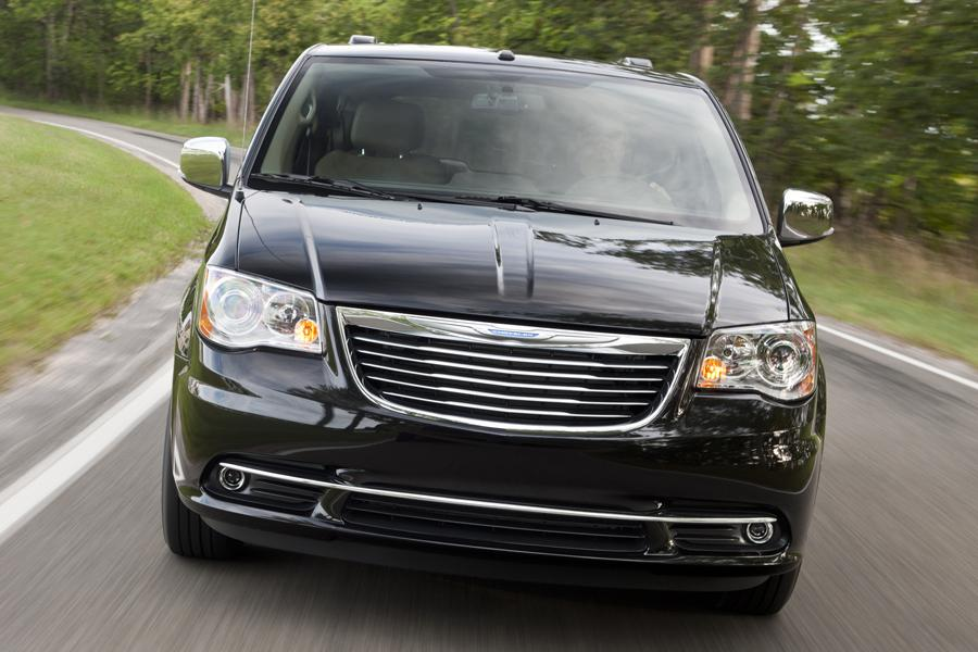 2014 Chrysler Town & Country Photo 3 of 32