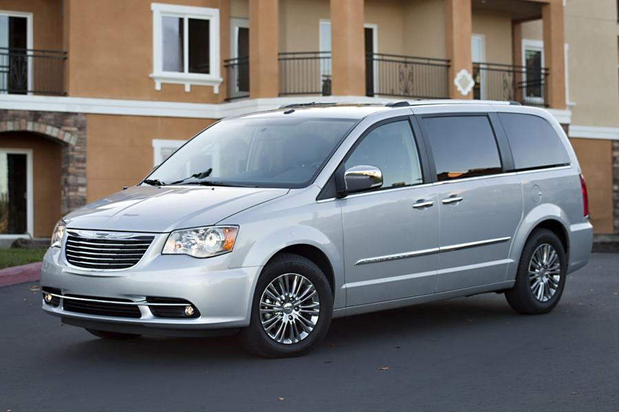 2014 Chrysler Town & Country Photo 1 of 32
