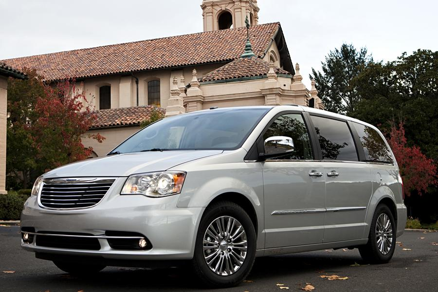 2014 Chrysler Town & Country Photo 5 of 32