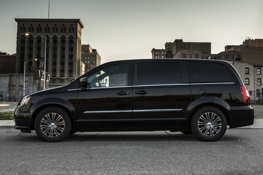 Chrysler Town And Country For Sale >> 2014 Chrysler Town & Country Reviews, Specs and Prices ...