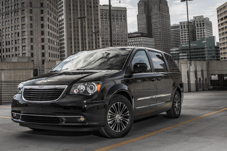 Chrysler 300 Mpg >> 2014 Chrysler Town & Country Reviews, Specs and Prices ...