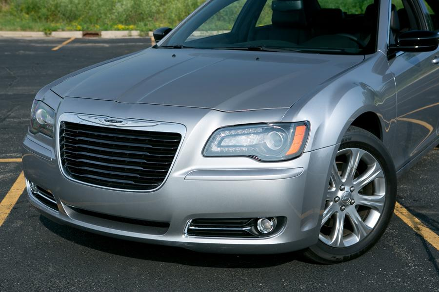2013 chrysler 300 reviews specs and prices. Black Bedroom Furniture Sets. Home Design Ideas