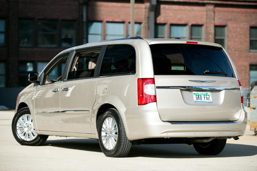 2013 chrysler town country reviews specs and prices. Black Bedroom Furniture Sets. Home Design Ideas