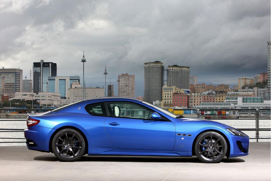 2014 Maserati GranTurismo Photo 2 of 18