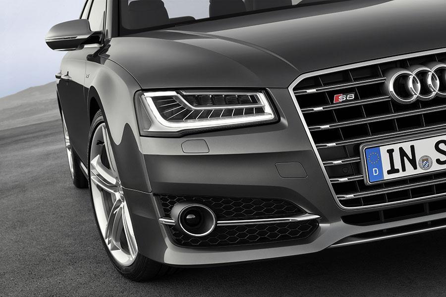2015 Audi S8 Photo 6 of 23