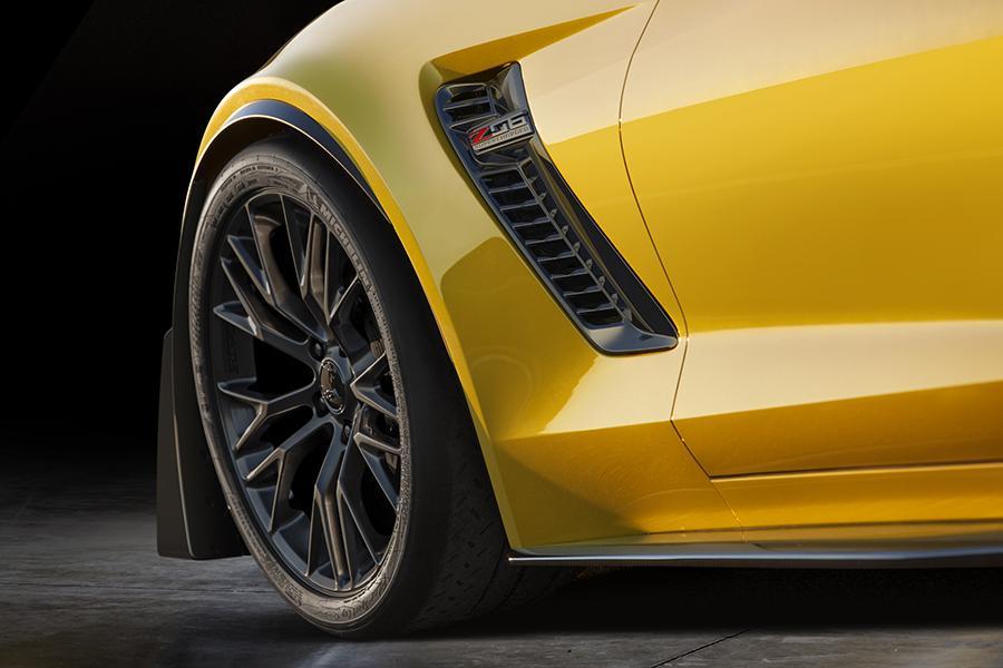 2015 Chevrolet Corvette Photo 3 of 15